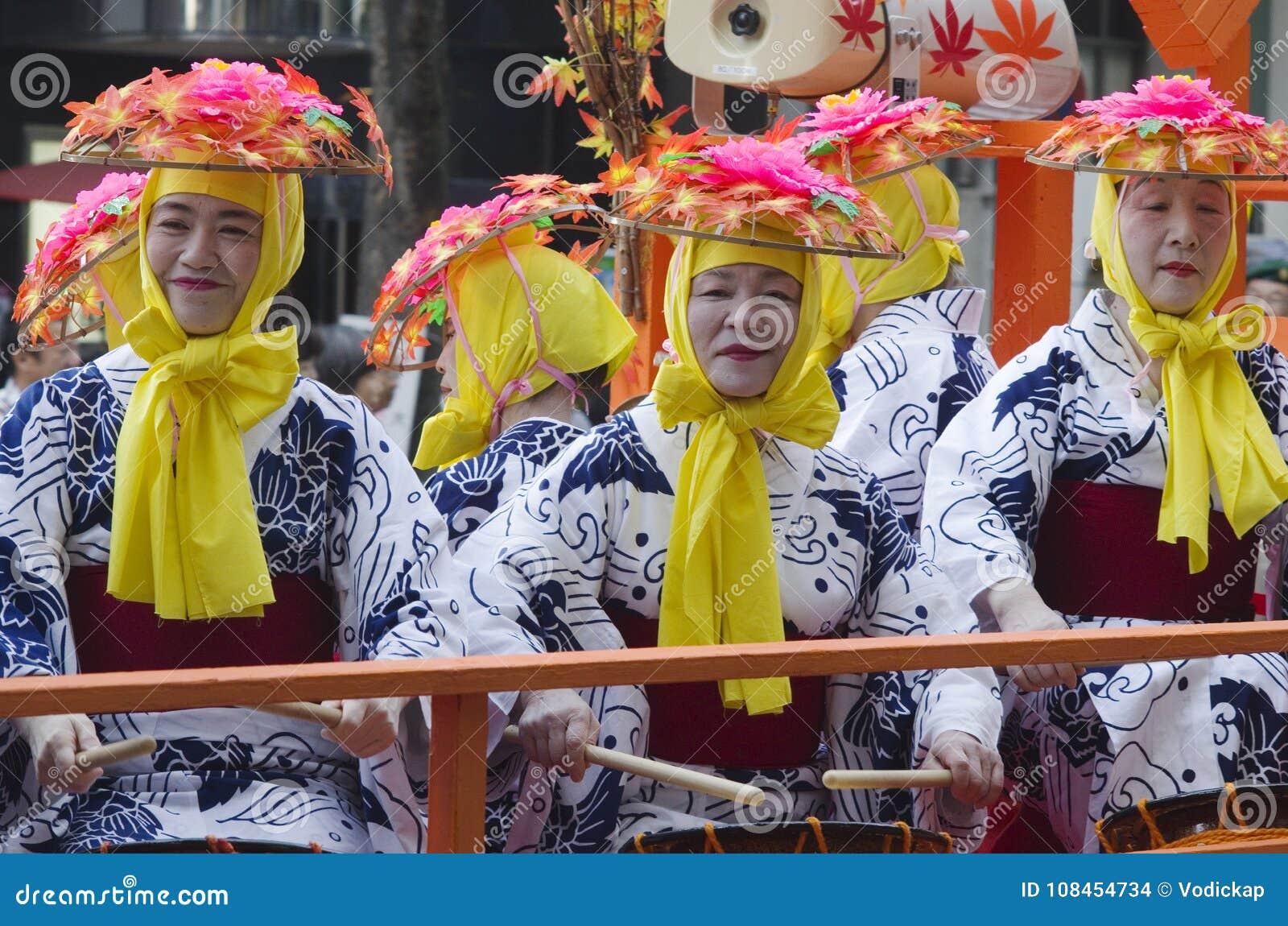 Trois femmes au festival de Nagoya, Japon