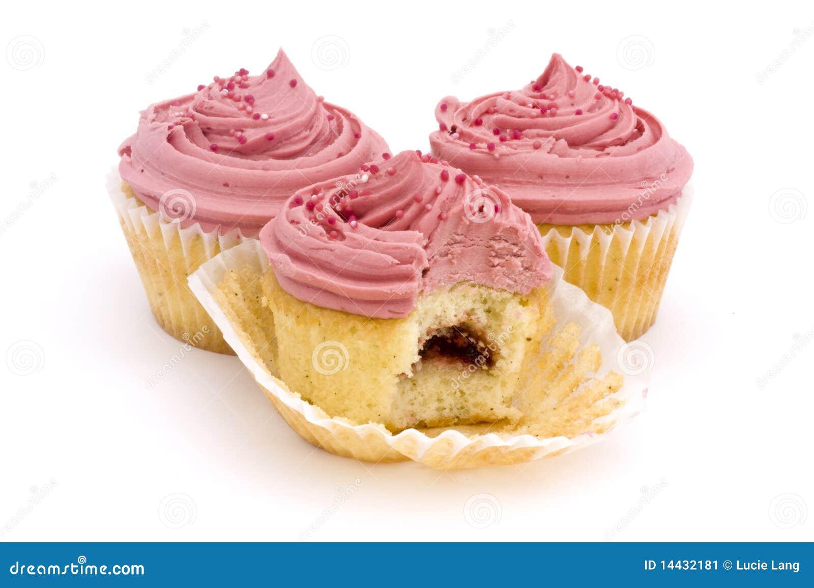 Trois gâteaux roses