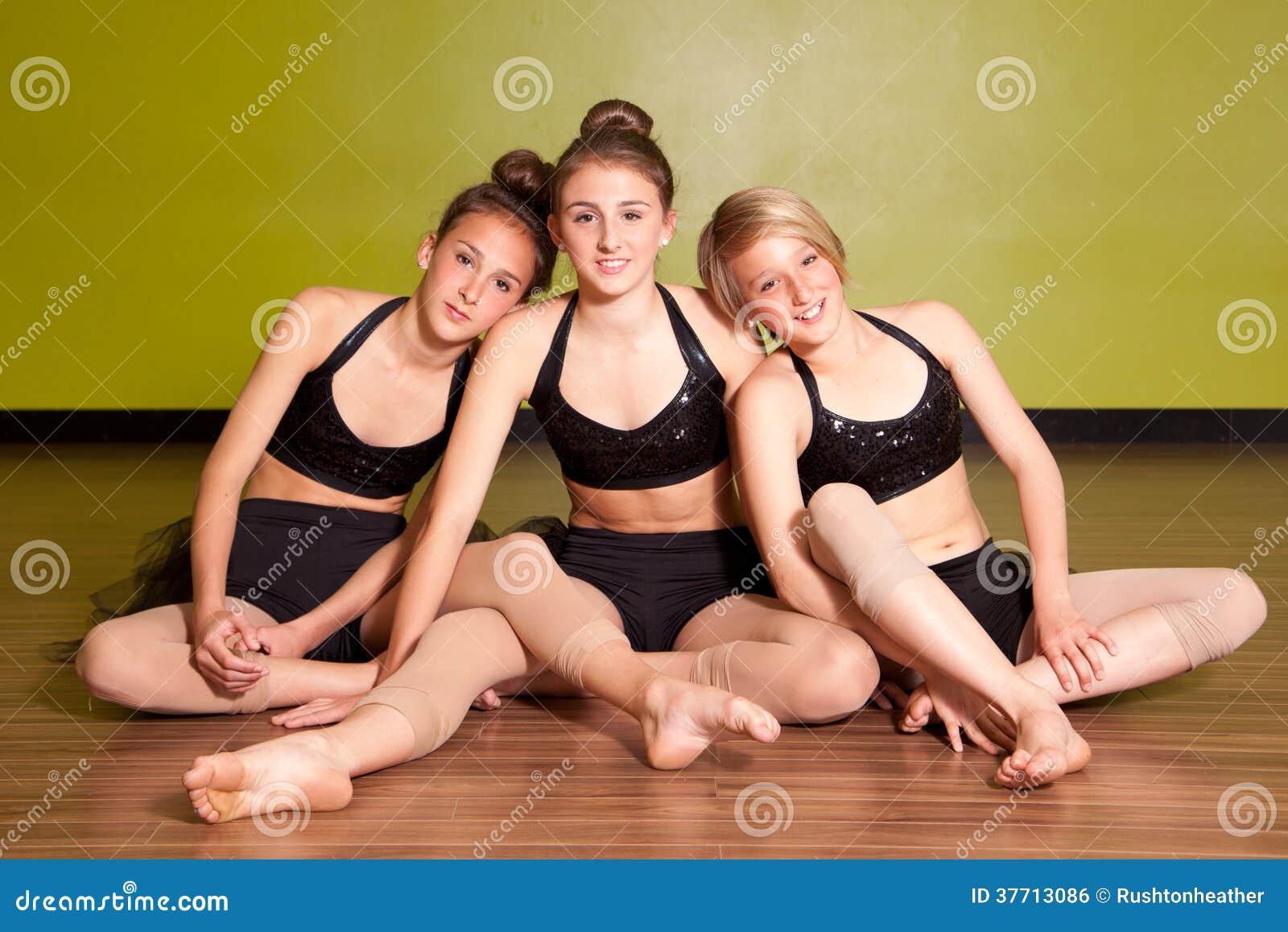 Trois jeunes danseurs