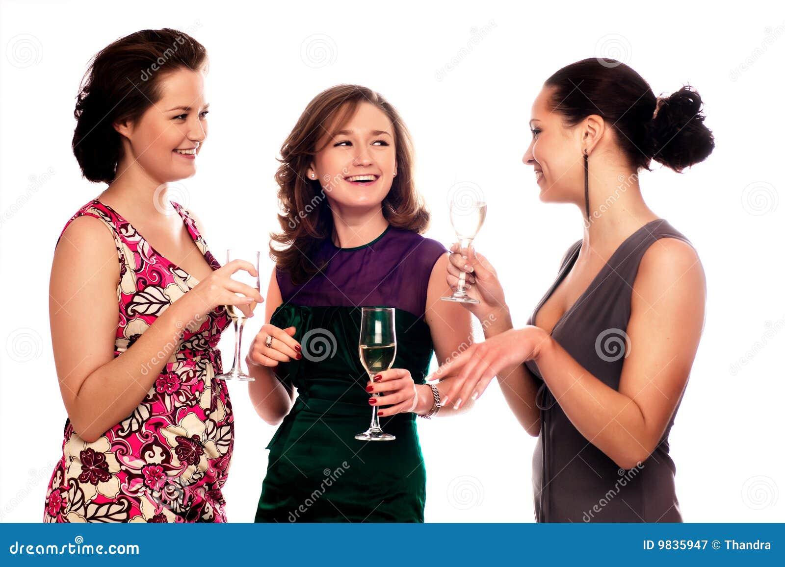 Trois jeunes femmes