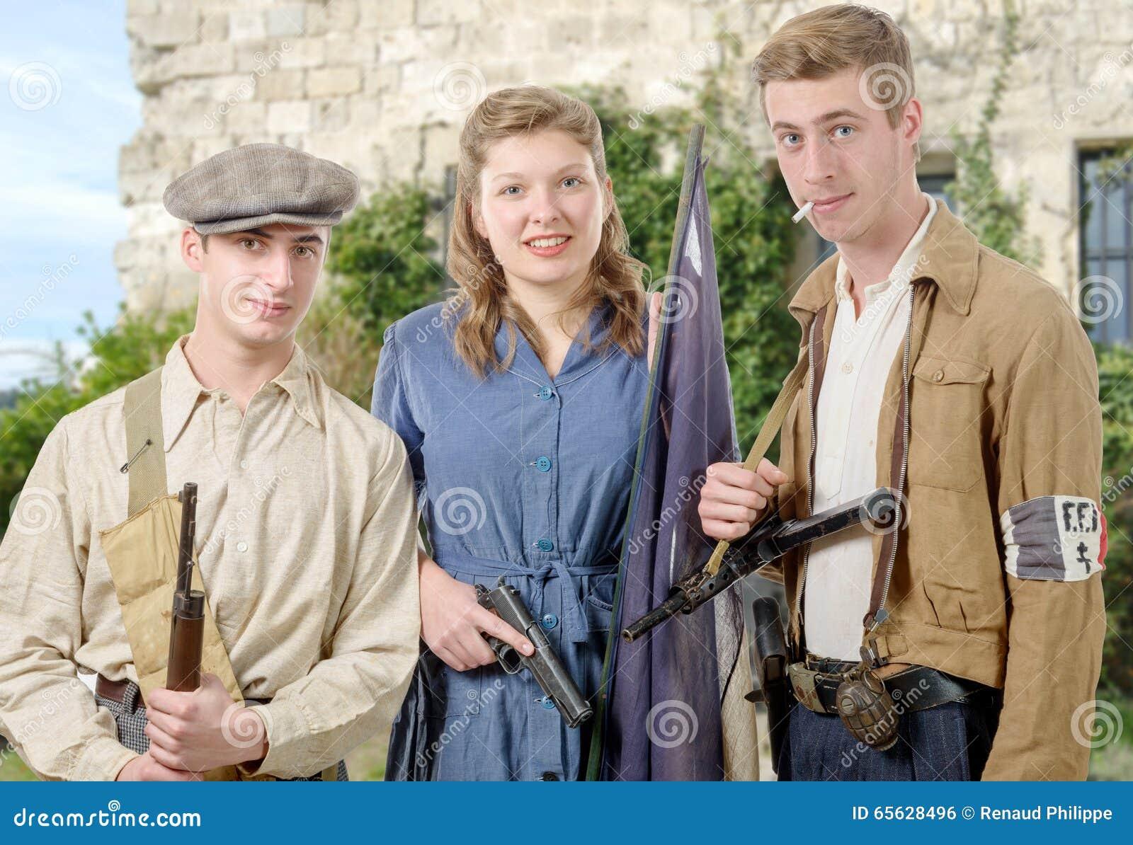 Trois jeunes résistances, vêtements de vintage et armes français, reen