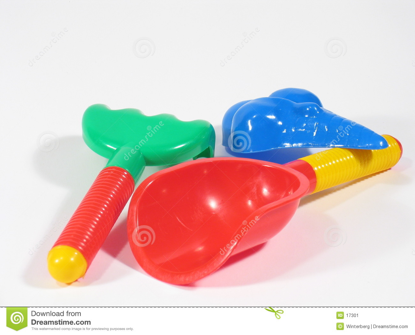 Trois jouets de bac à sable