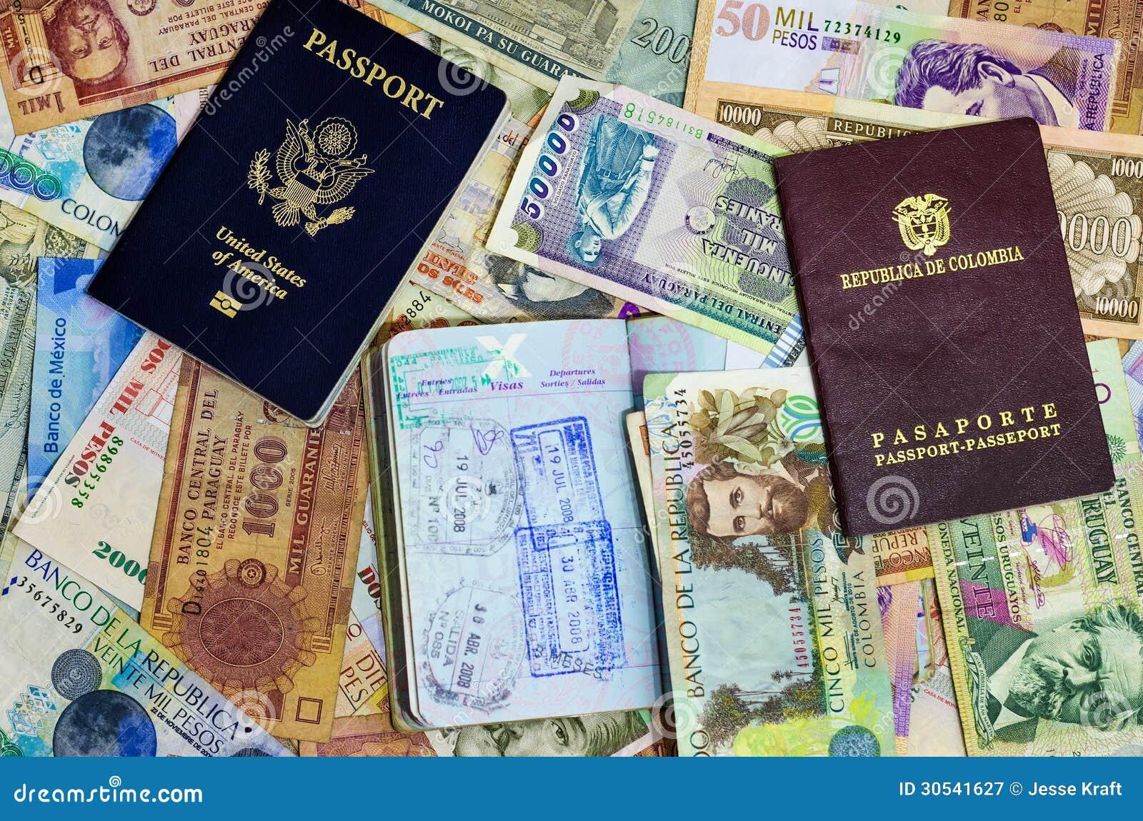 Trois passeports et devises
