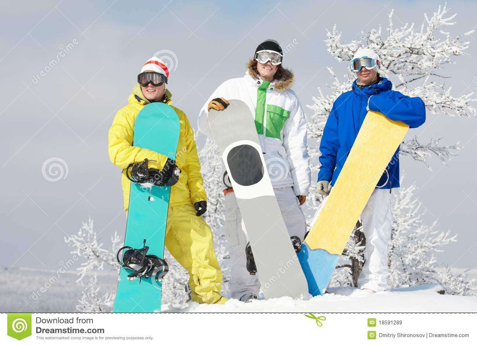 Trois snowboarders