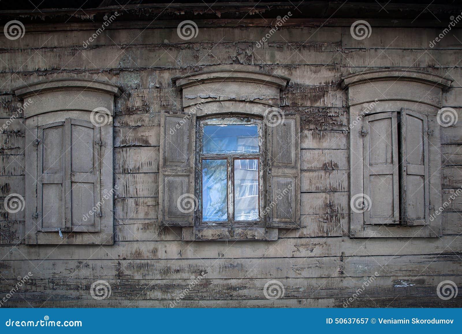 trois vieilles fen tres en bois fen tre ouverte dans la maison rurale photo stock image 50637657. Black Bedroom Furniture Sets. Home Design Ideas