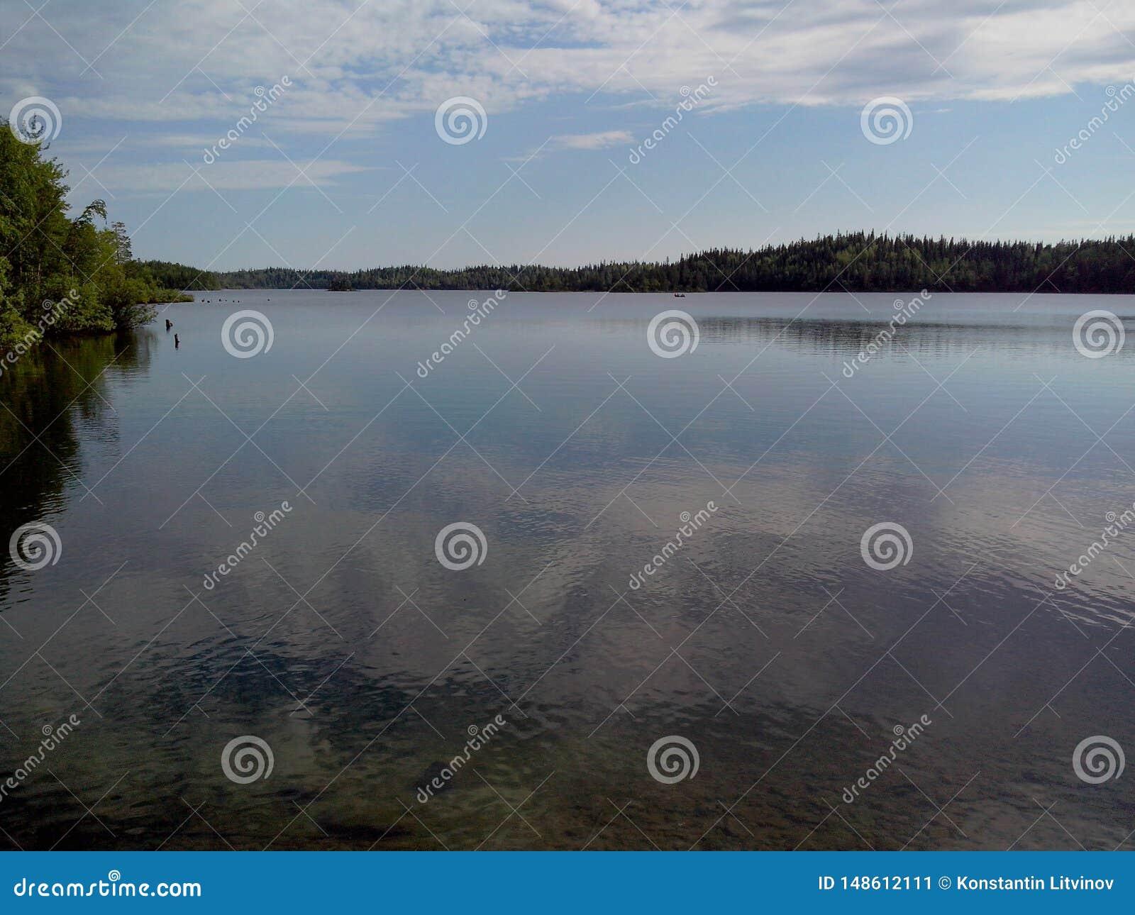 Troitsk pir n?ra den Anzersky f?r helig Treenighet sketen av den Solovki kloster p? den Anzersky ?n, de Solovki ?arna,