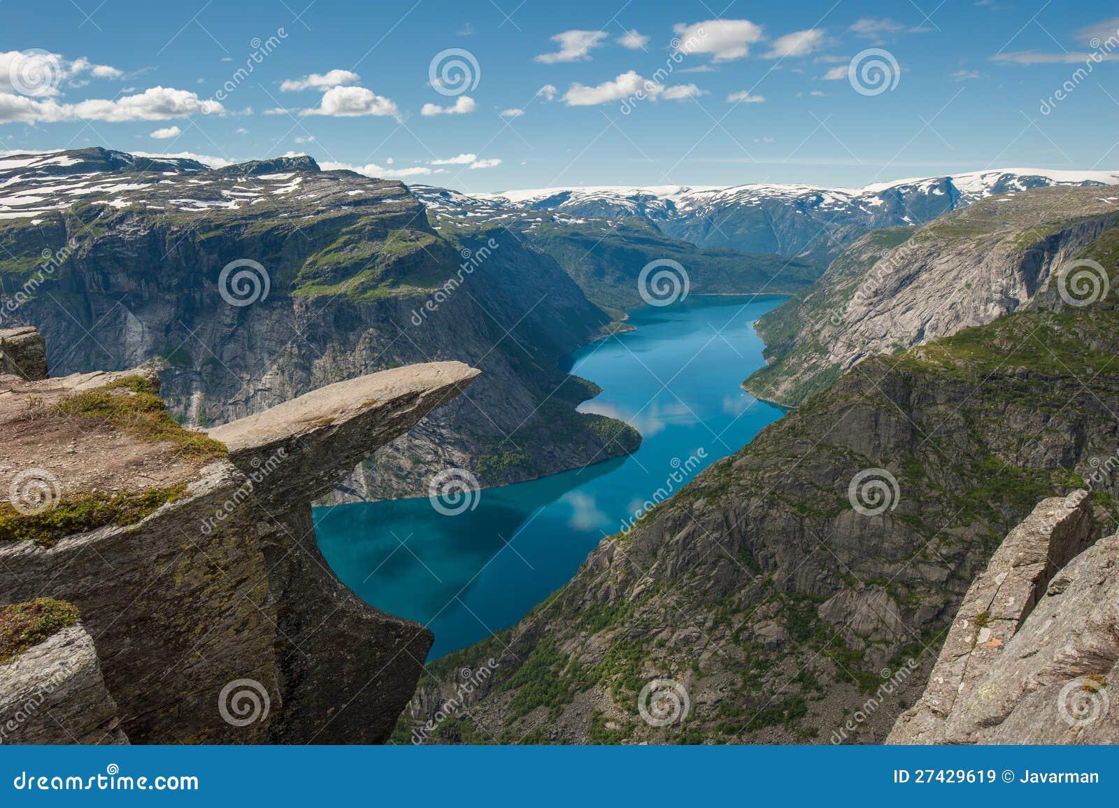 Trolltunga, rocha da lingüeta da pesca à corrica, Noruega