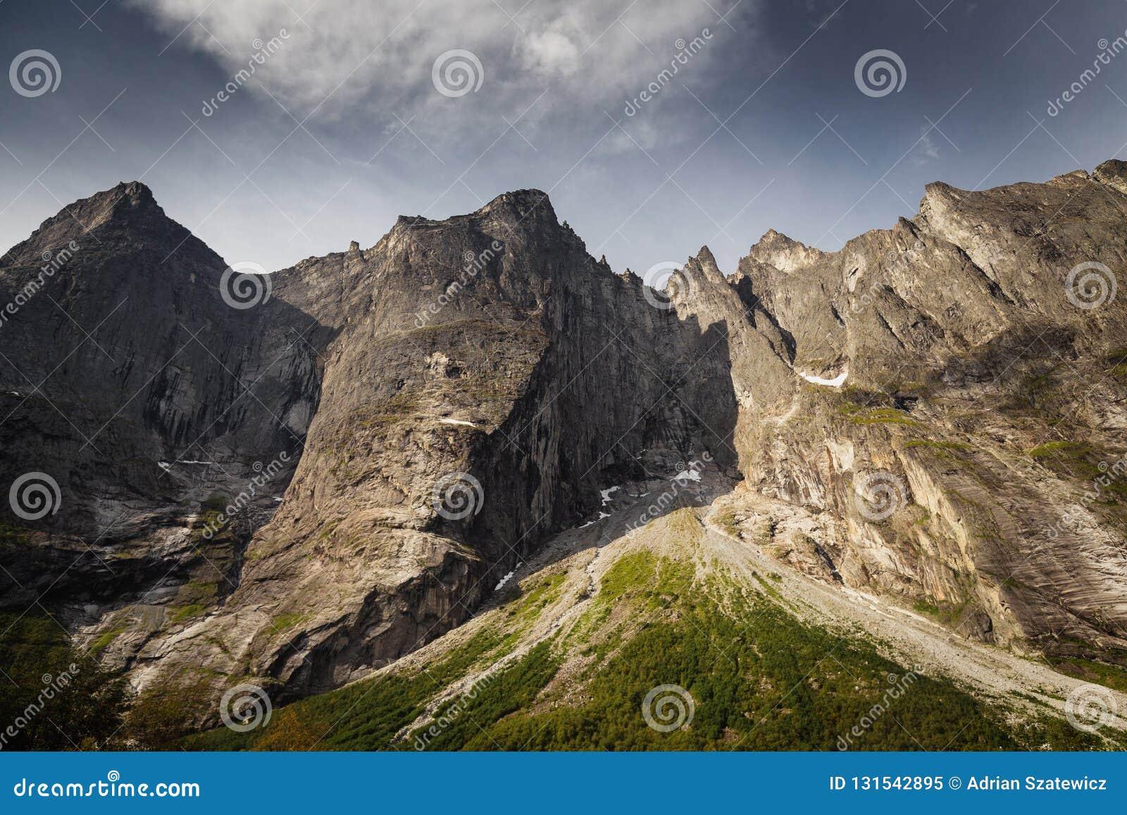 Trollveggen - mur de la plus haute montagne en Europe, Norvège moyenne
