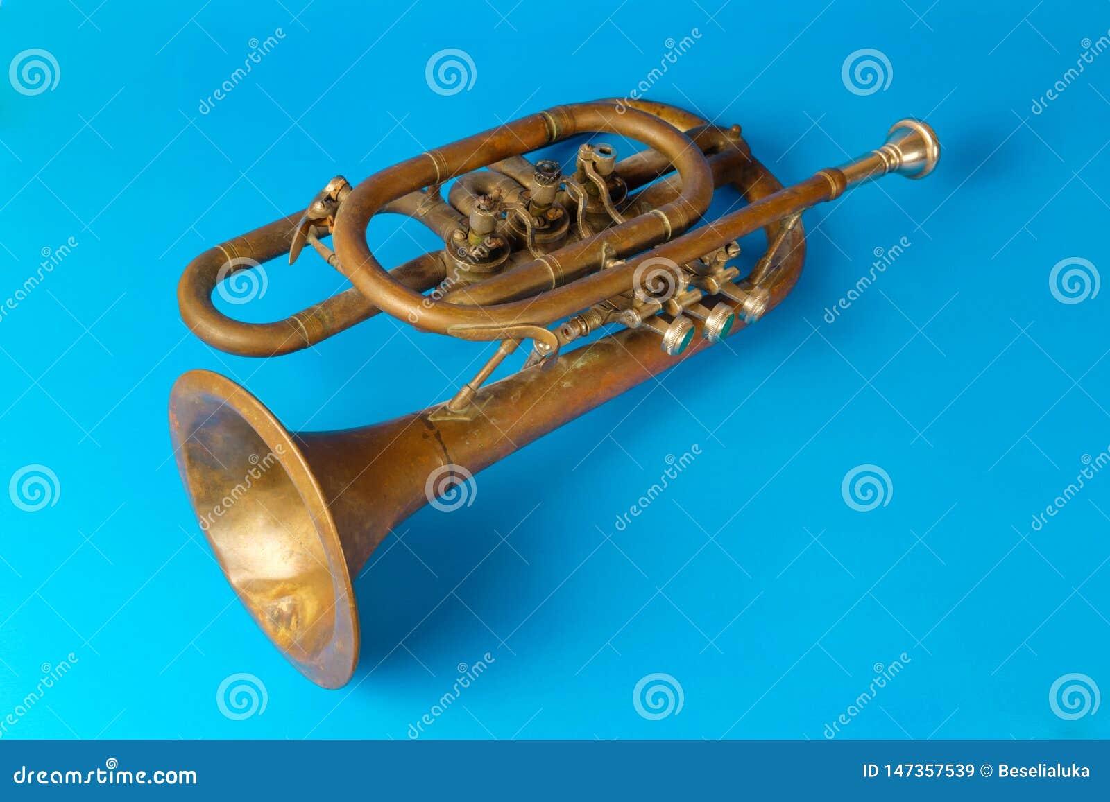 Trombeta dourada velha