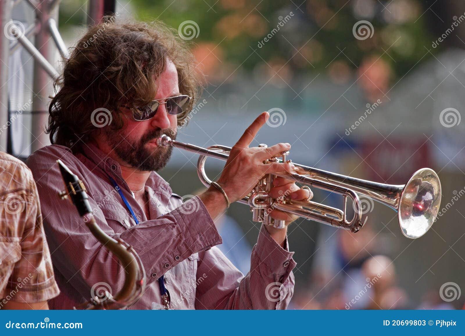 Trompeta en etapa
