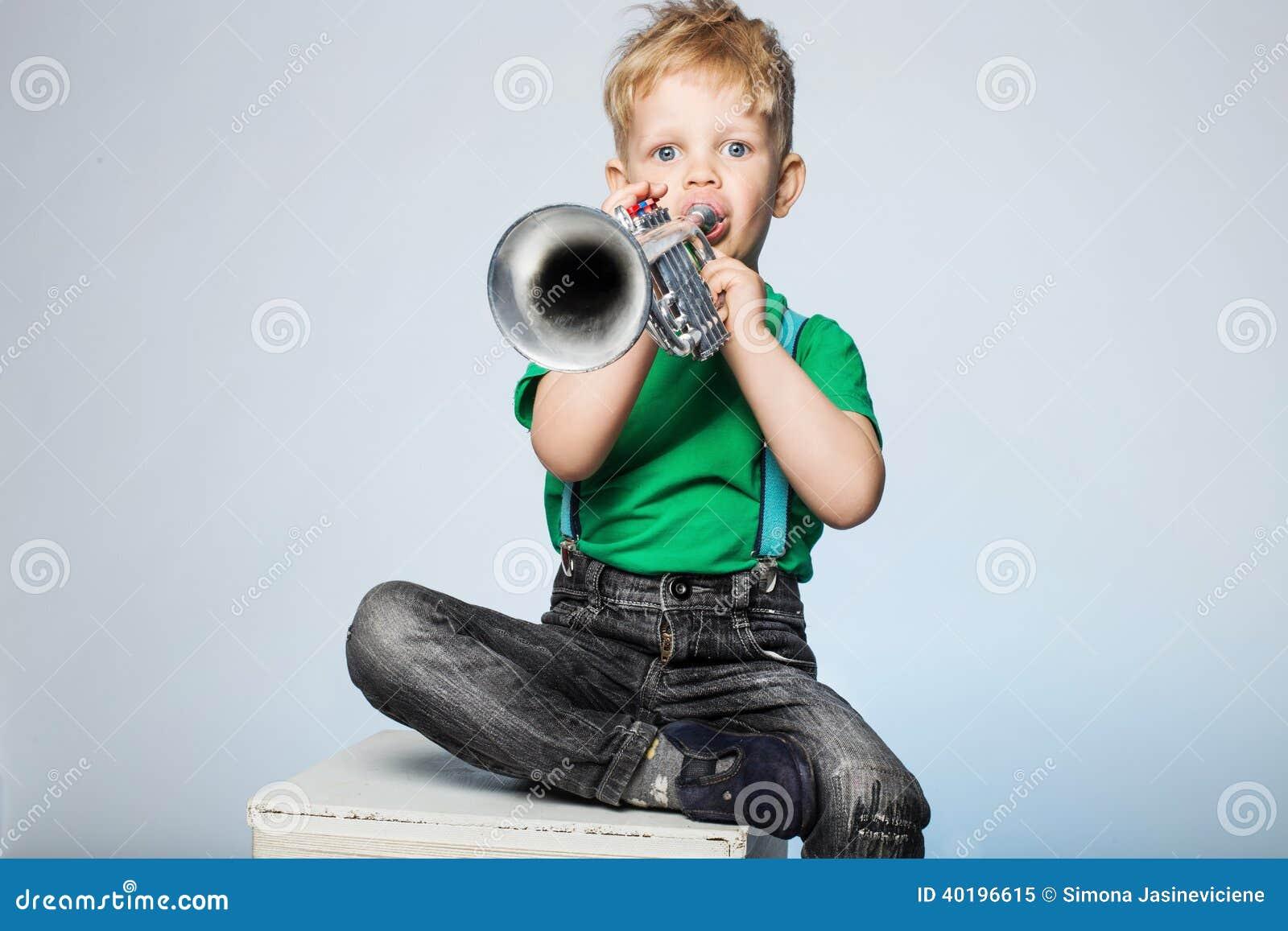 Trompette de soufflement d enfant