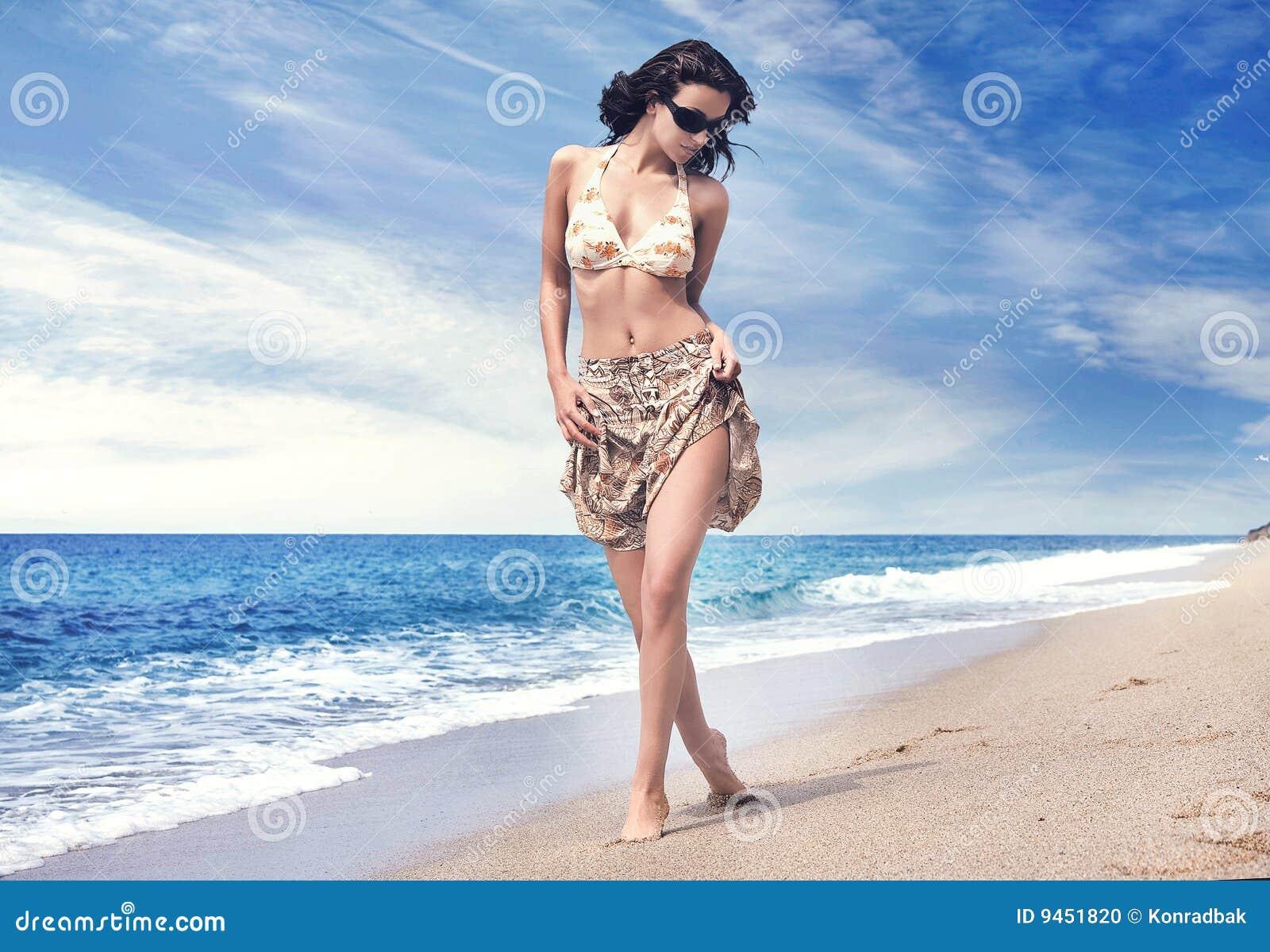Фото девушек на тропических пляжах