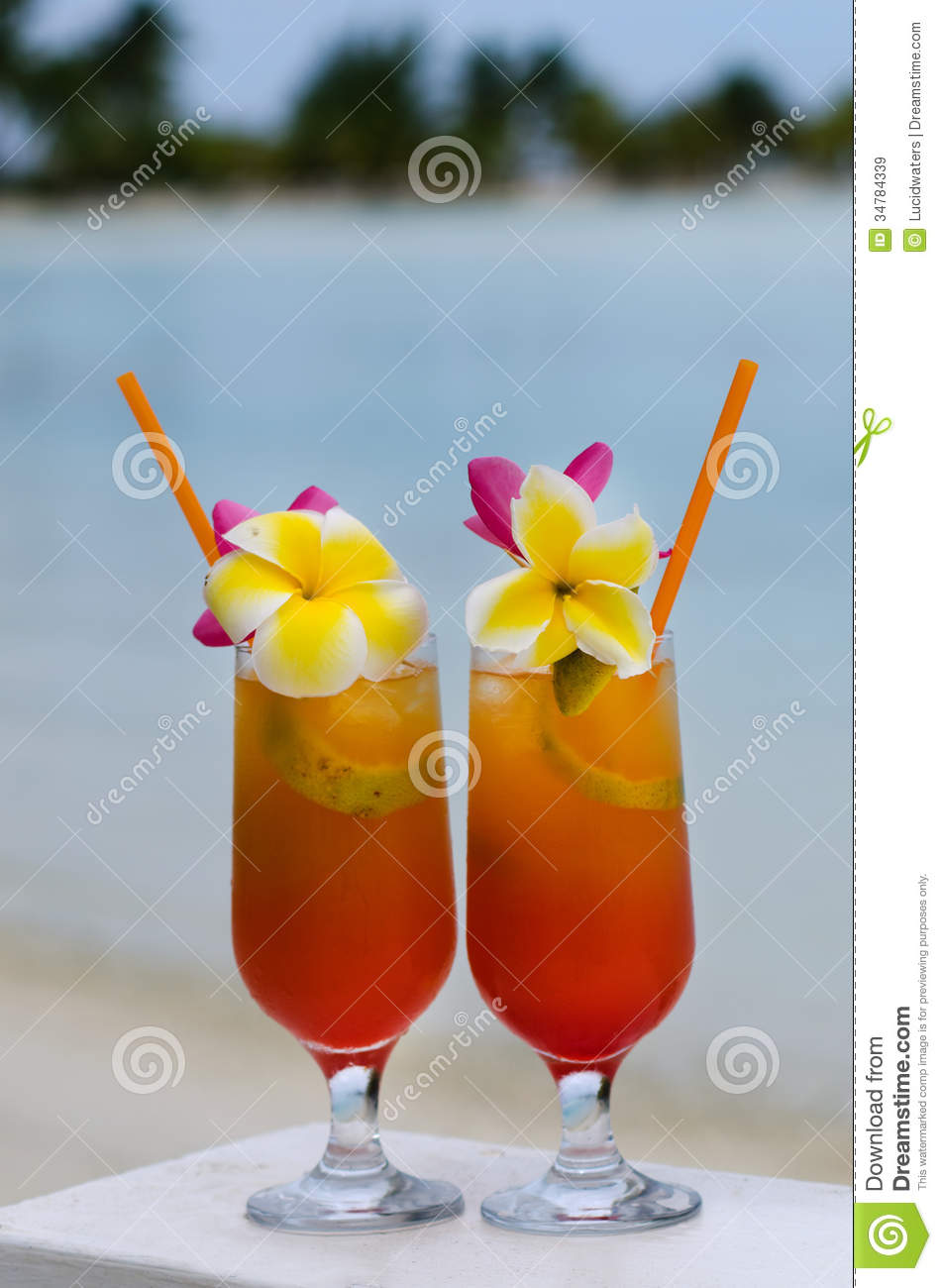 tropical island beach drinks tropical cocktails served outdoor in aitutaki lagoon cook 401