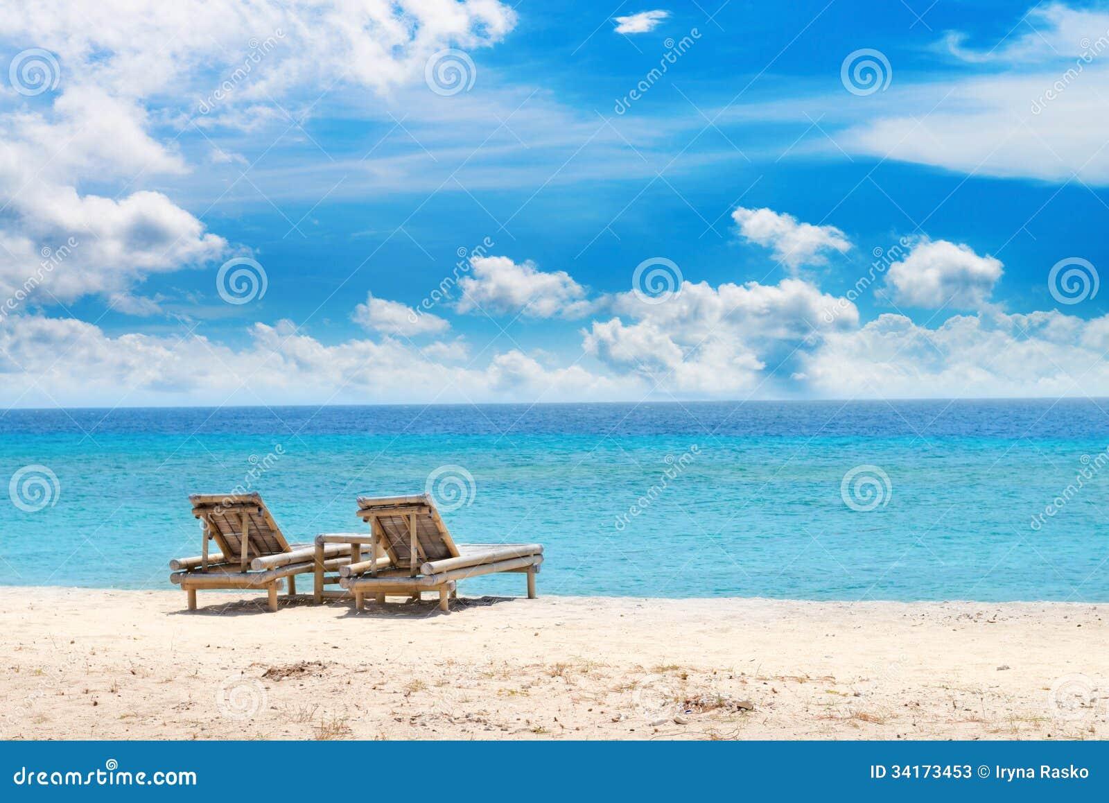 Фото на пустынном пляже 16 фотография