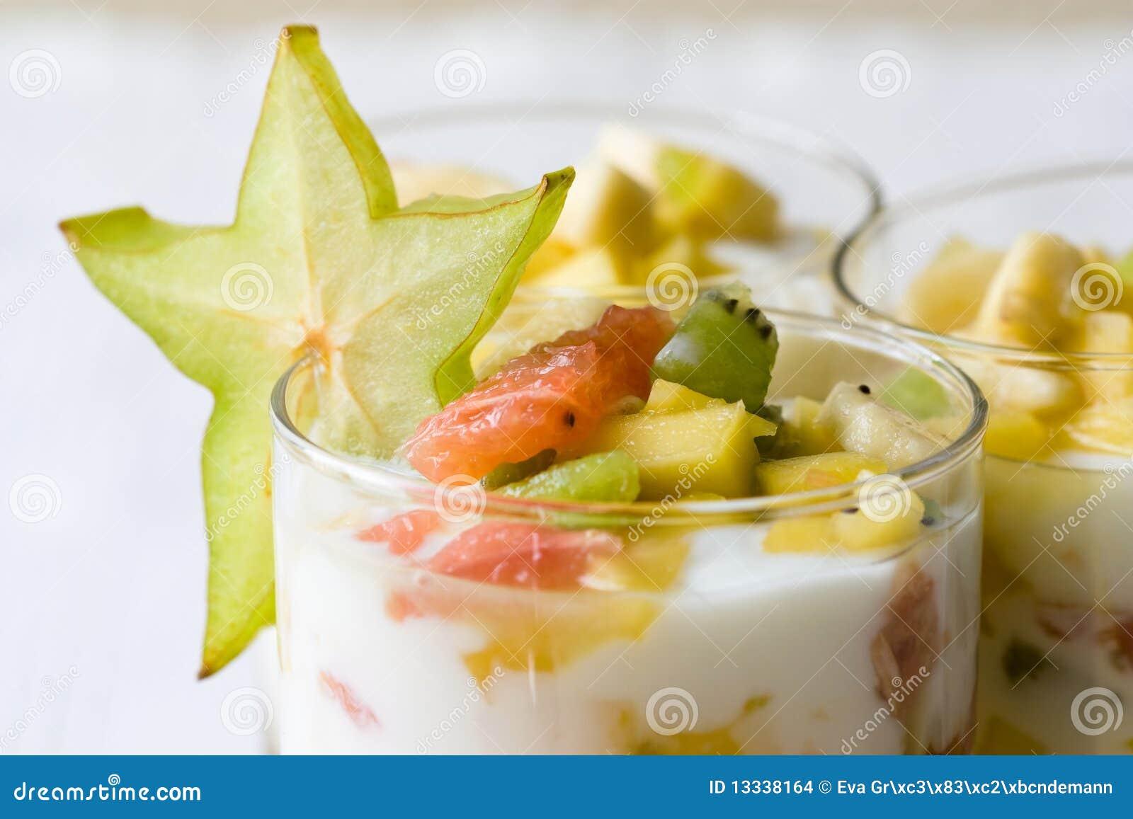 Tropikalna owocowa sałatka