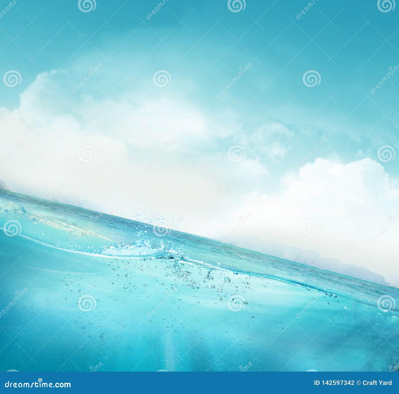 Tropikalnego głębokiej wody niebieskiego nieba sceny naturalny tło
