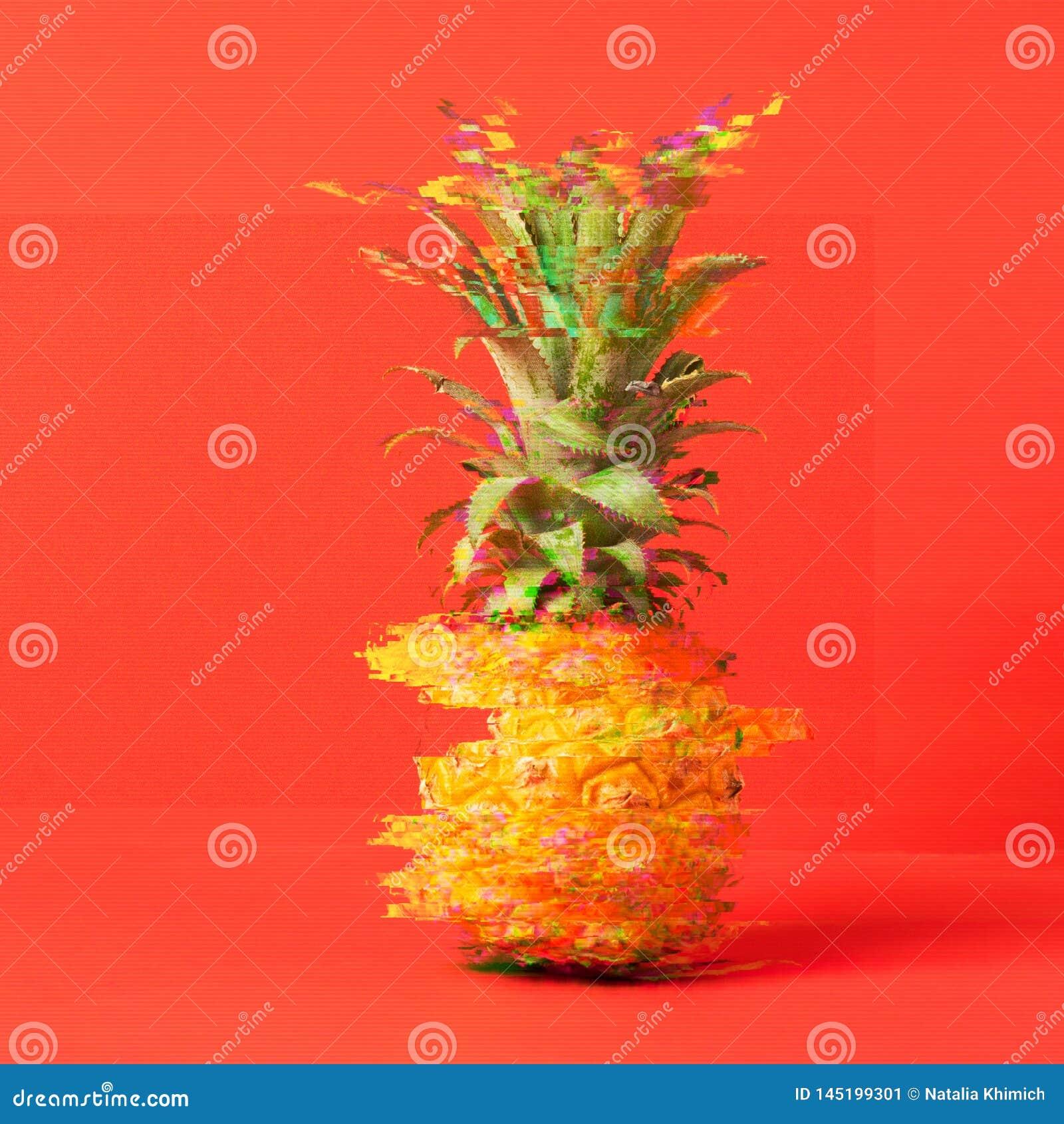 Tropikalny dojrza?y ananas na jaskrawym modnym koralowym tle Lata kreatywnie poj?cie Usterka skutek