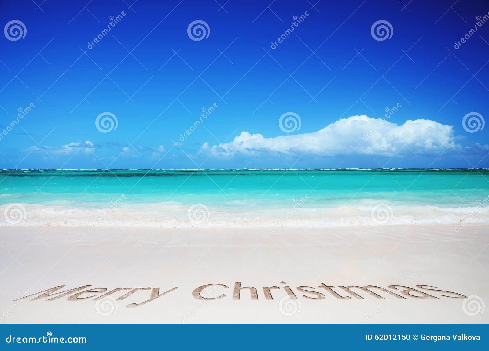 Tropisch strand en vrolijke Kerstmistekst