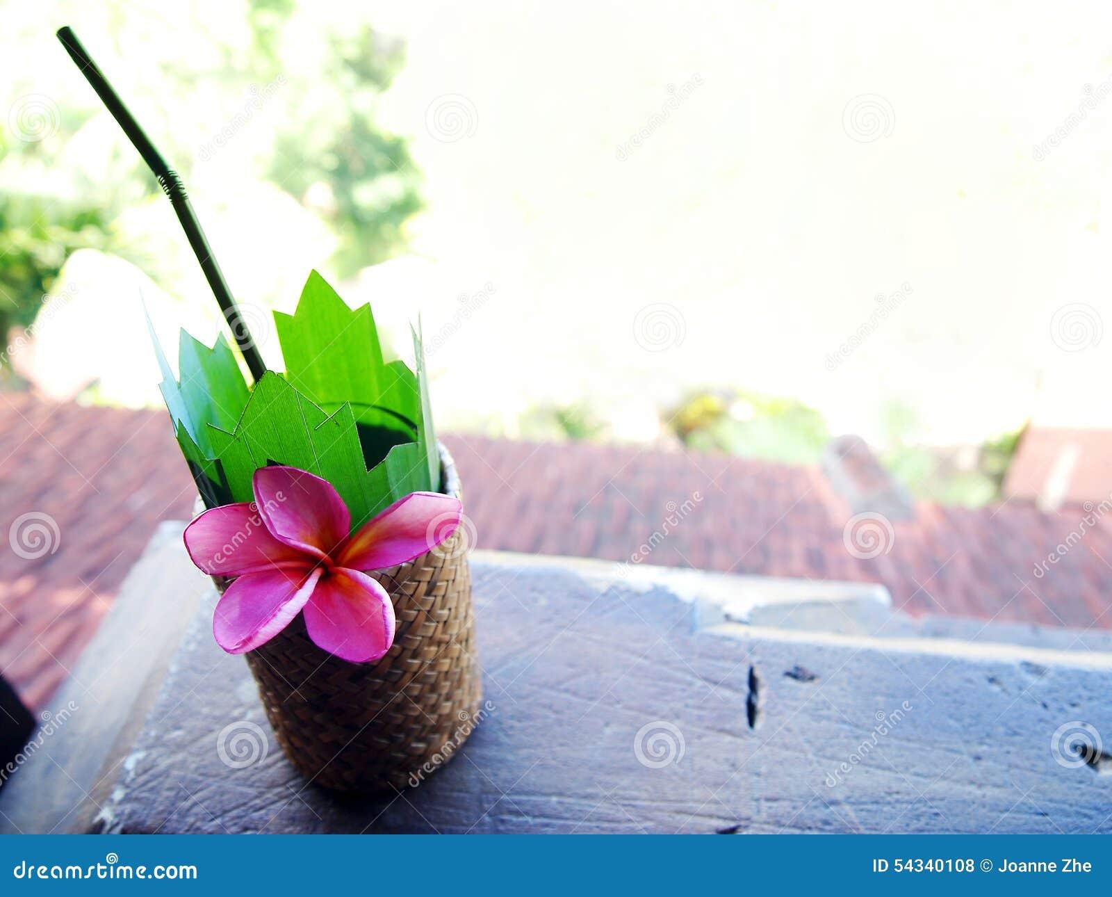 Tropisch toevluchtbalkon, koele drank
