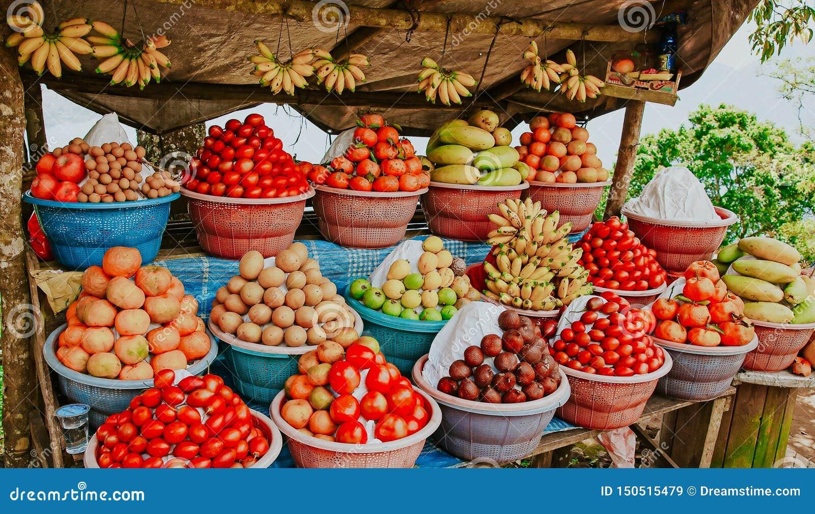 Tropische Frucht im kleinen Geschäft