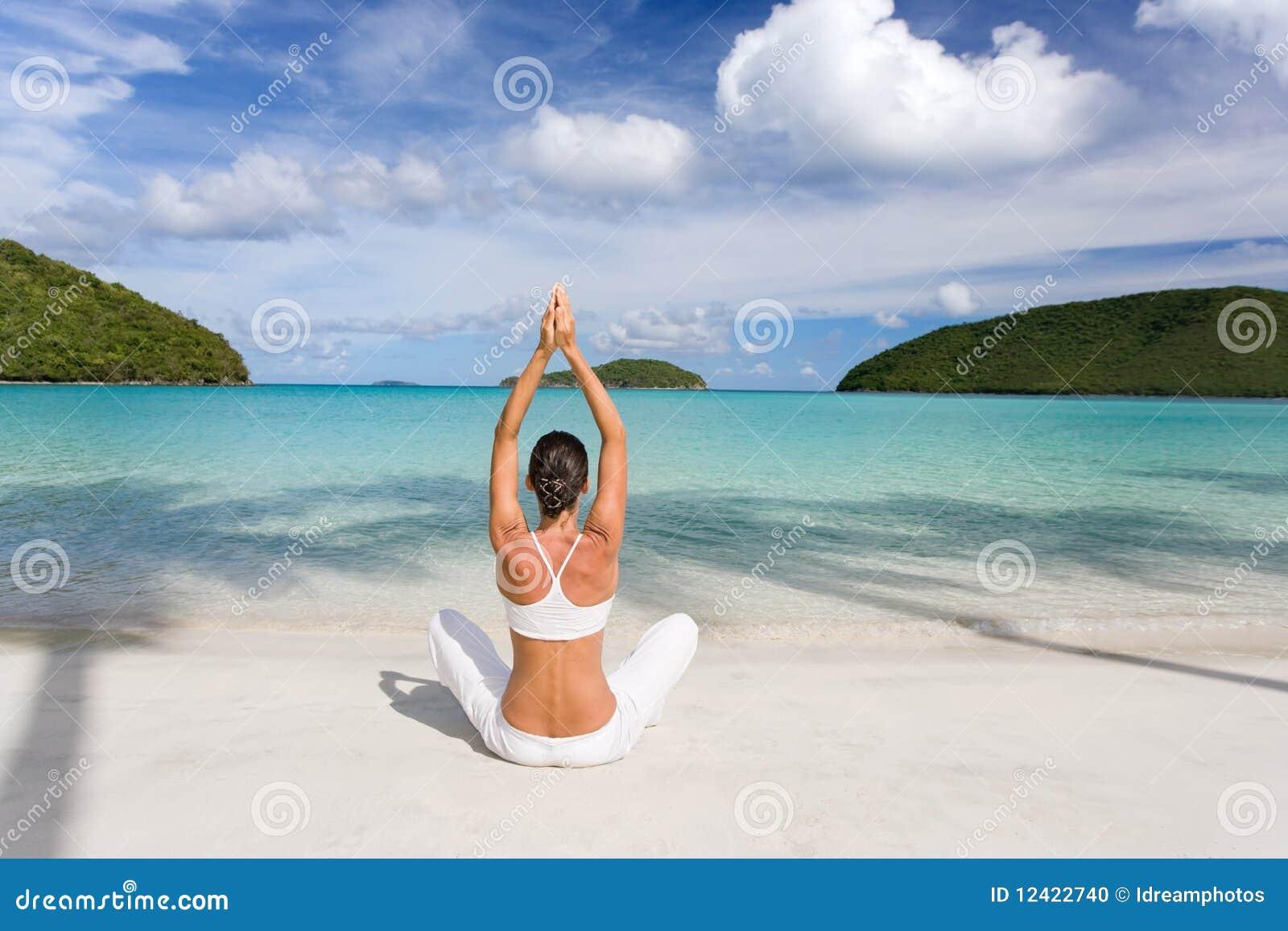 Tropischer Strand der Frau
