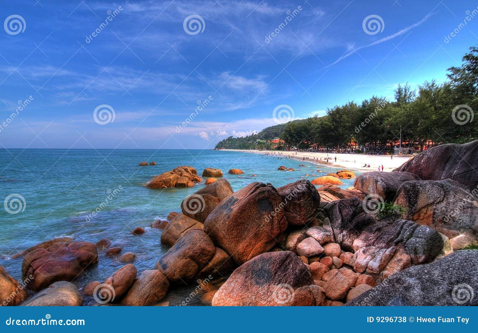 Tropischer Strand und Küstenlinie