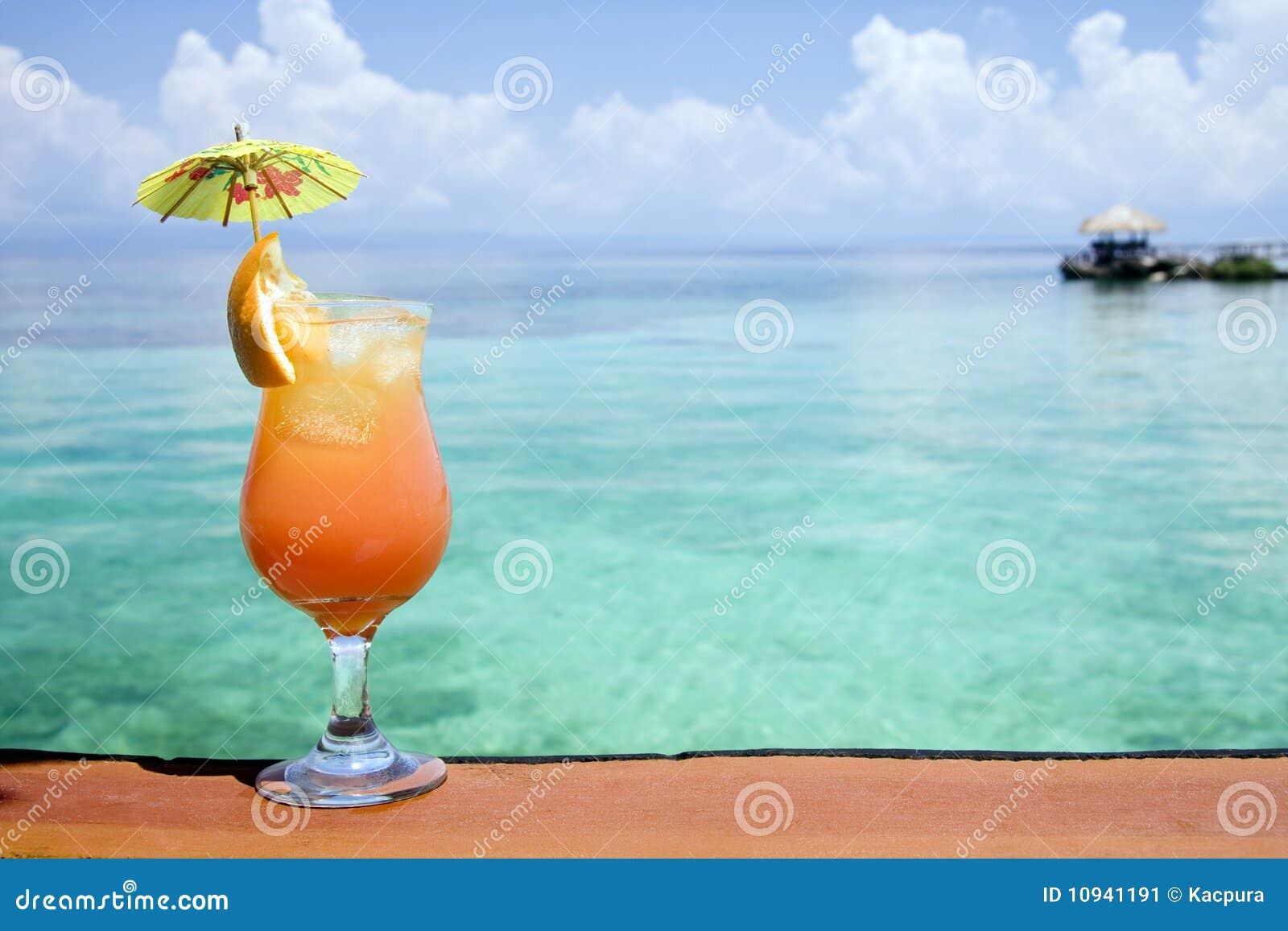 Tropisches Getränk-Paradies Stockbild - Bild von saft, alkohol: 10941191