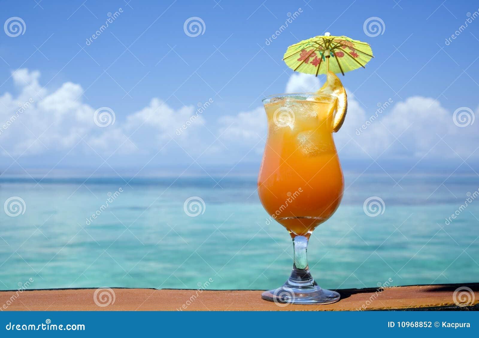 Tropisches Getränk-Paradies Stockfoto - Bild von getränk, schnäpse ...