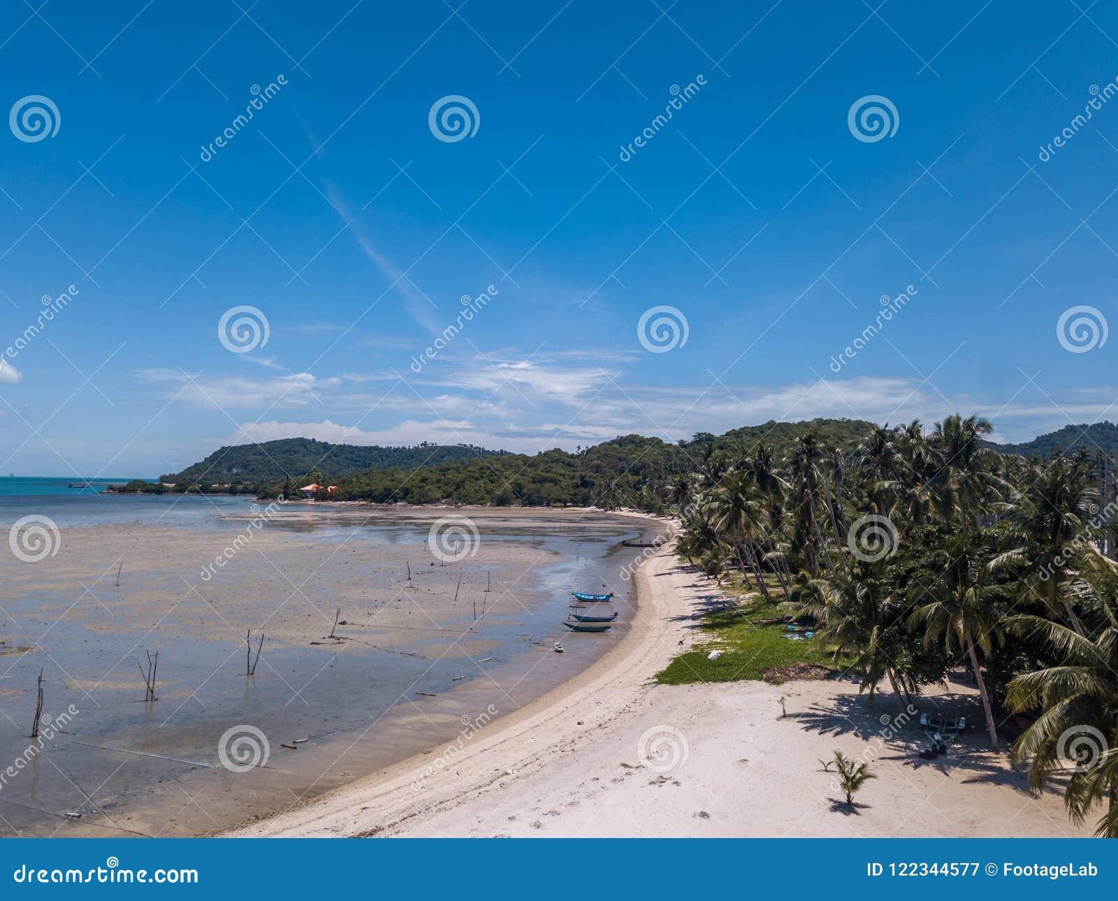 Tropisk kust på den Samui ön i Thailand, flyg- sikt
