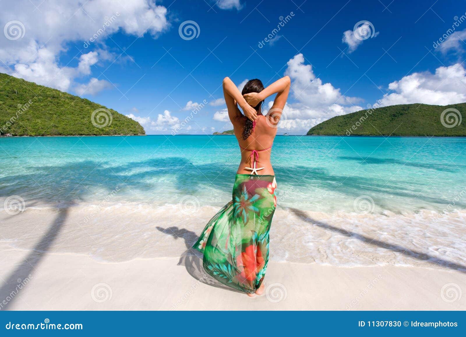 Tropisk kvinna för strandsarong
