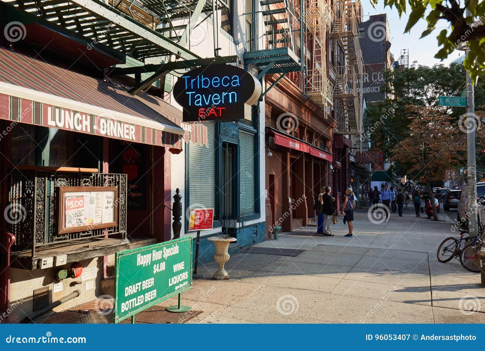 Trottoir de secteur de Tribeca avec des personnes à New York