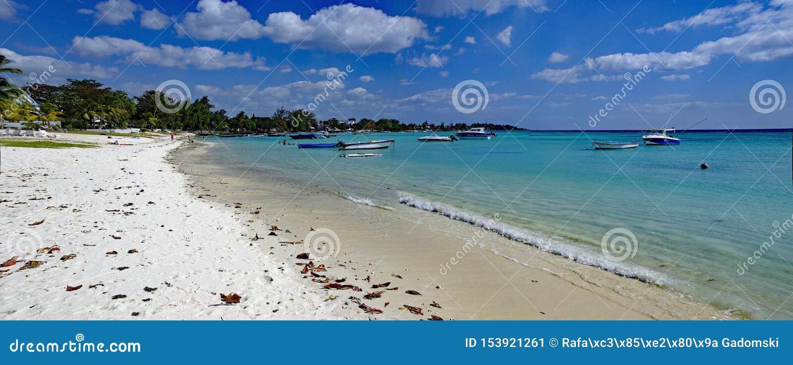 Trou Biches aux. - un de la plage la plus célèbre sur l île des Îles Maurice