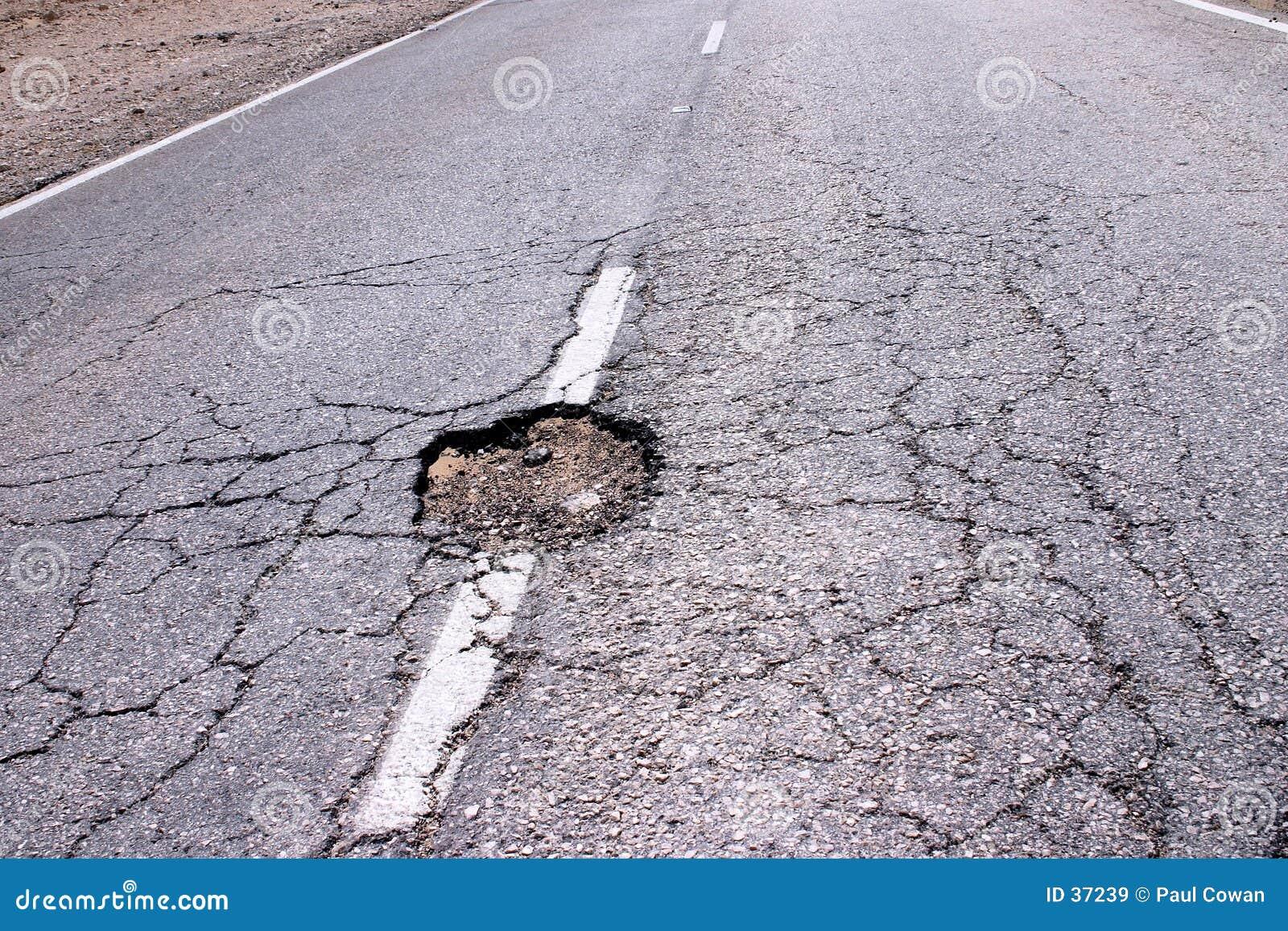 Trou dans la route