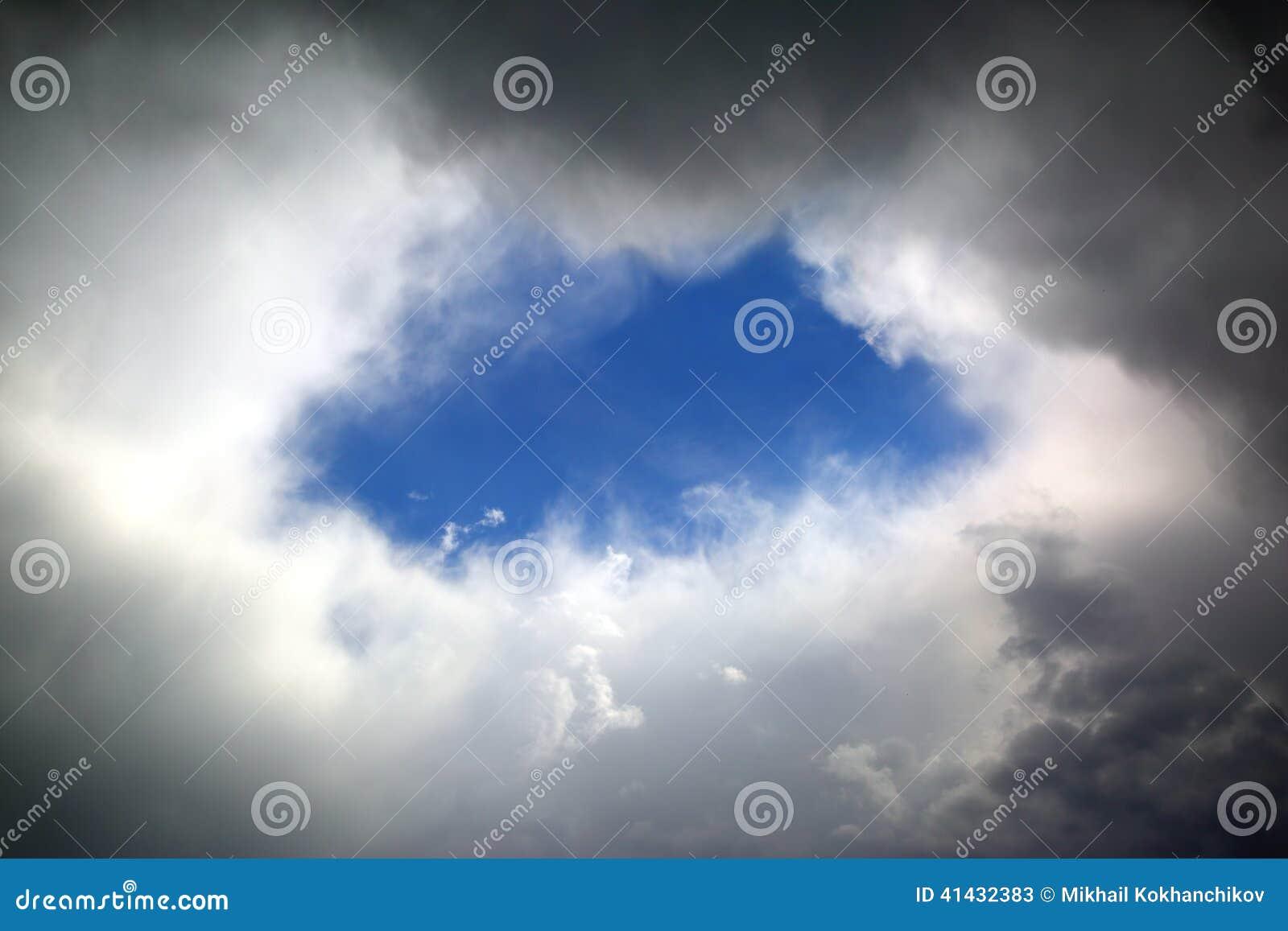 Trou en nuages
