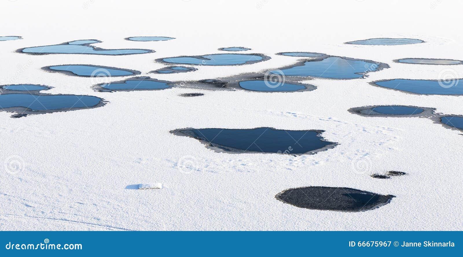 Trous dans la calotte glaciaire