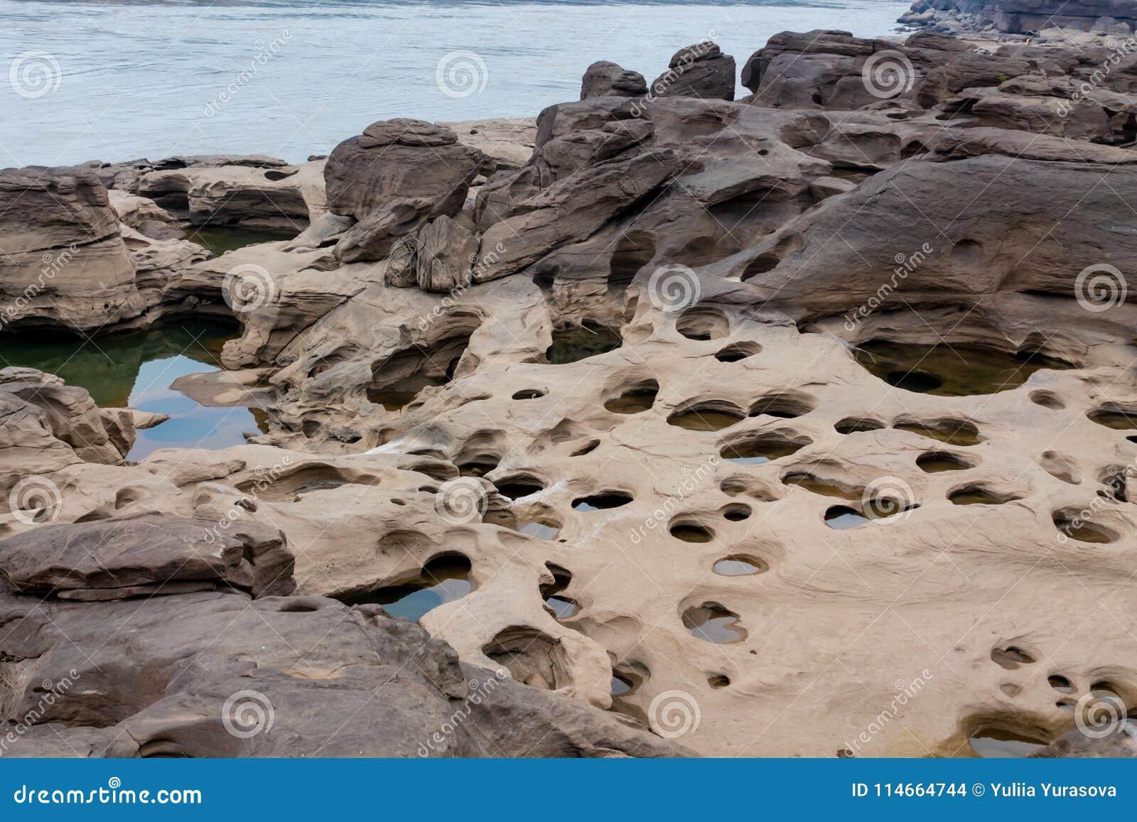 Trous de roche de Sam Phan Bok Canyon en Thaïlande
