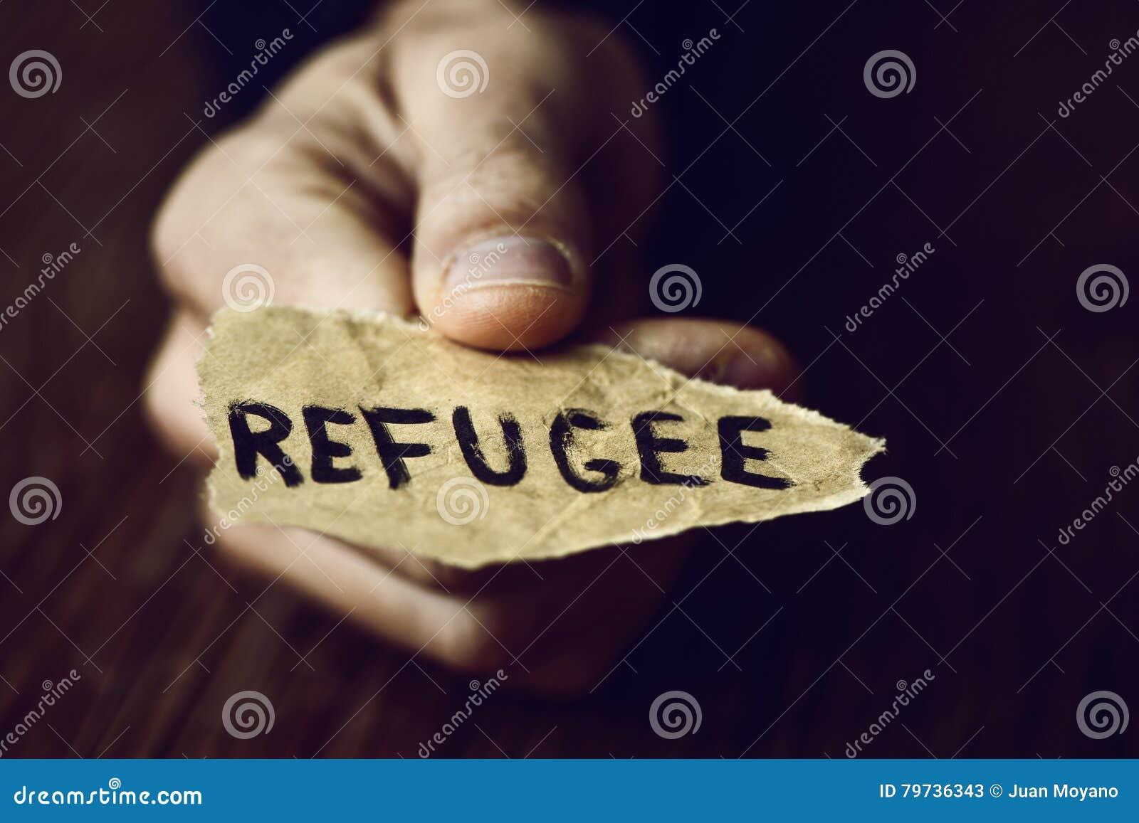 Trozo de papel con el refugiado de la palabra
