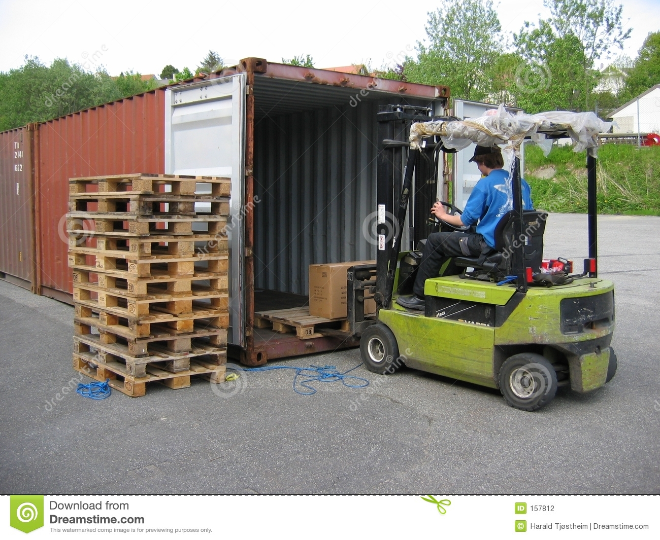 Truck lifting pallet out of container