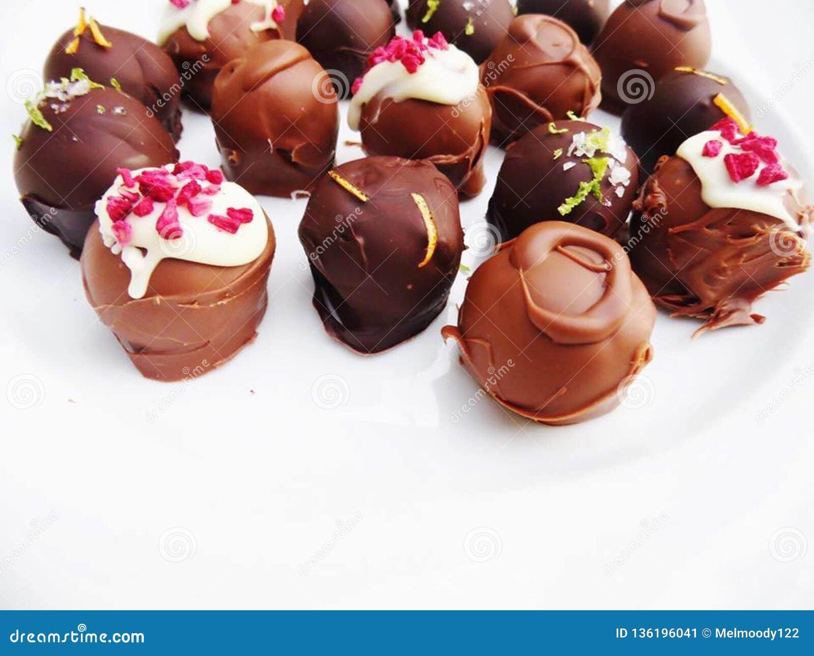 Trufas de chocolate feitos a mão sortidos