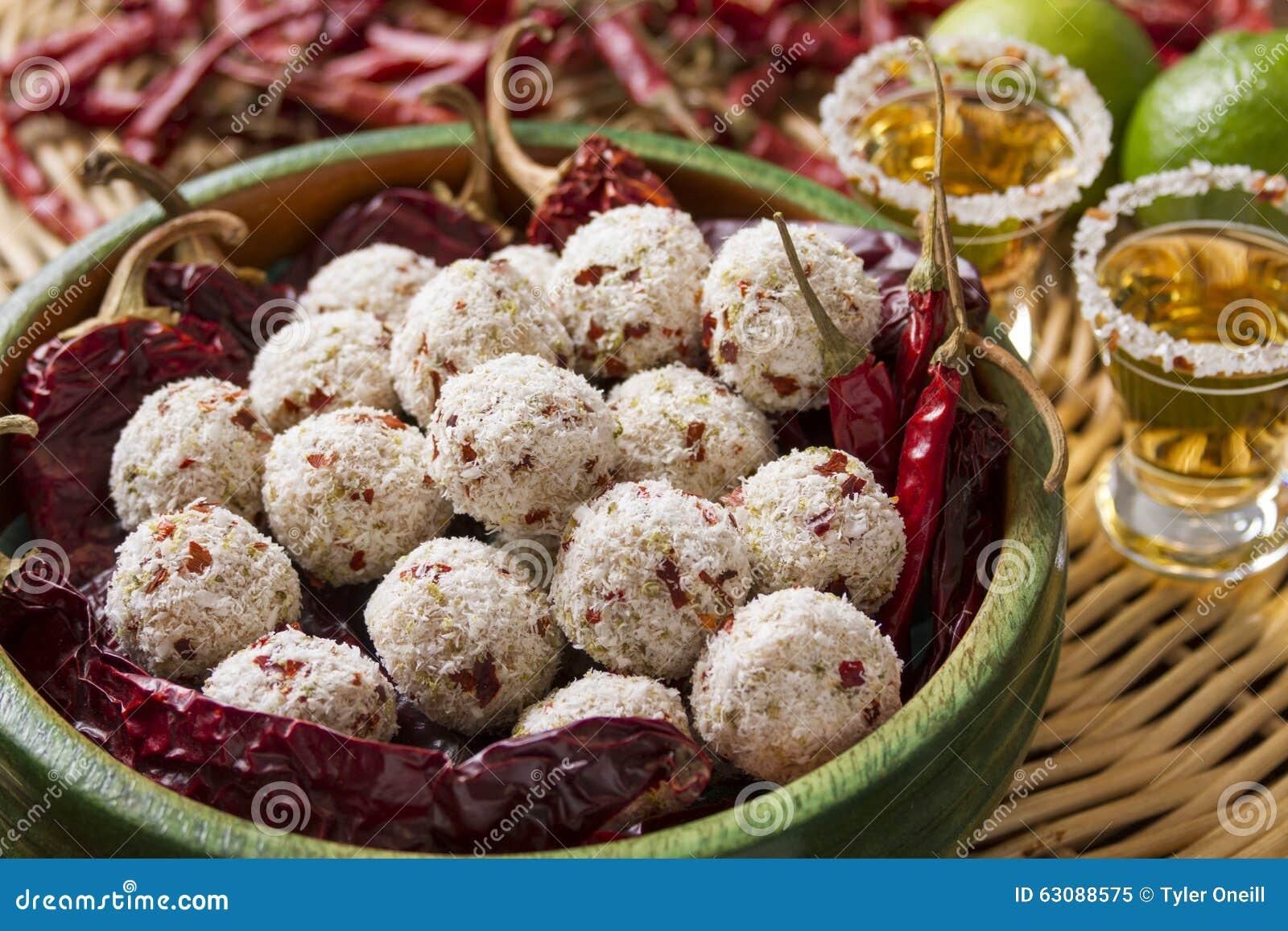 Download Truffes épicées De Dessert Avec La Tequila Et Les Poivrons Rouges Image stock - Image du cocktails, garnissez: 63088575