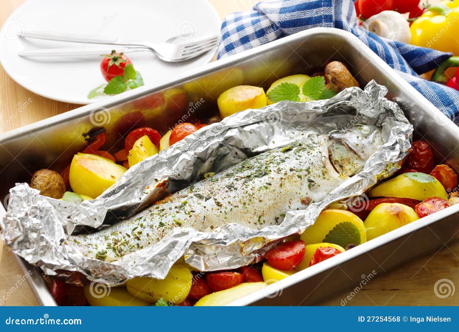 truite cuite au four photos libres de droits image 27254568