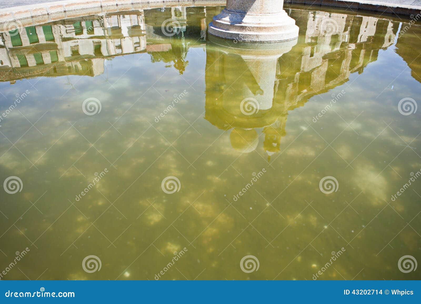 Download Trujillo Fyrkant På Springbrunnen Arkivfoto - Bild av landskap, reflexioner: 43202714