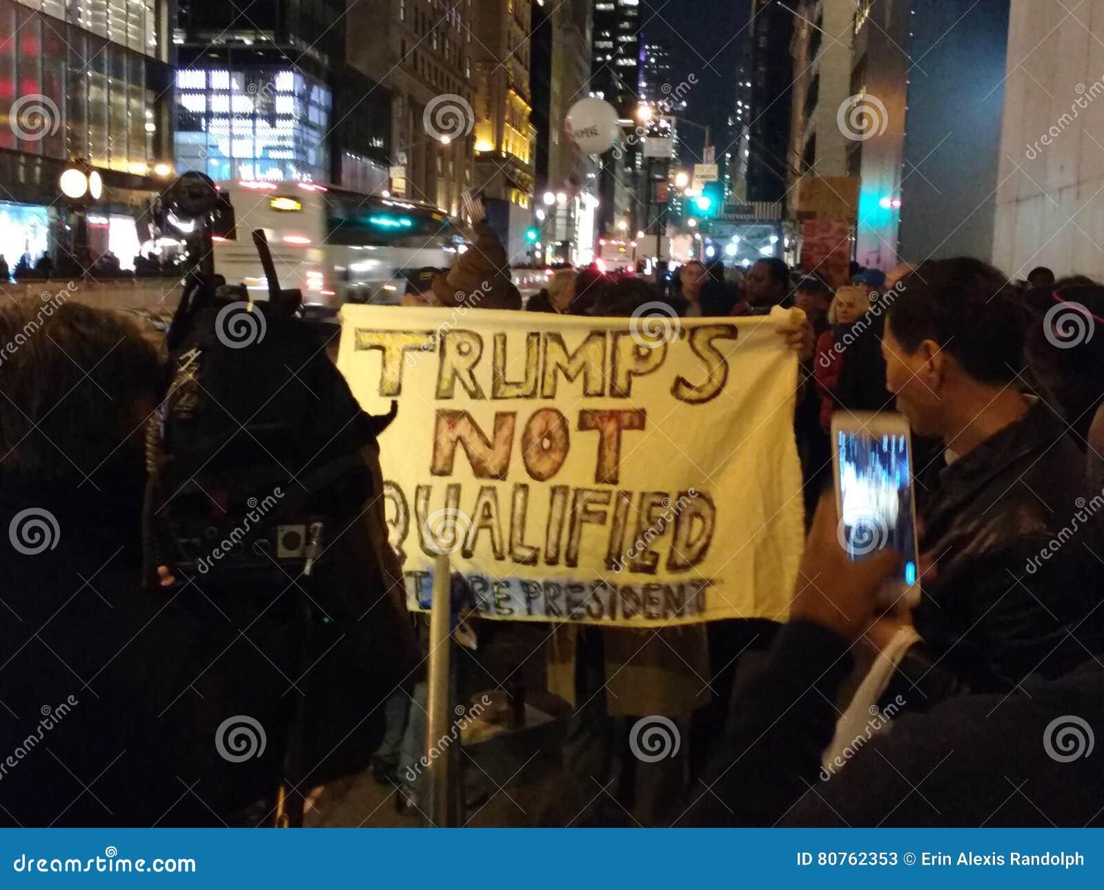 Trump le ` s non qualifié pour être président, les protestataires, NYC, Etats-Unis