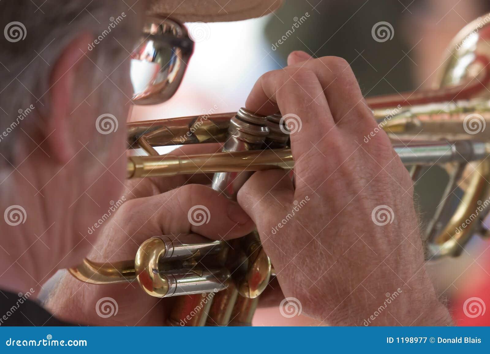 Trumpet человека 1s 7706