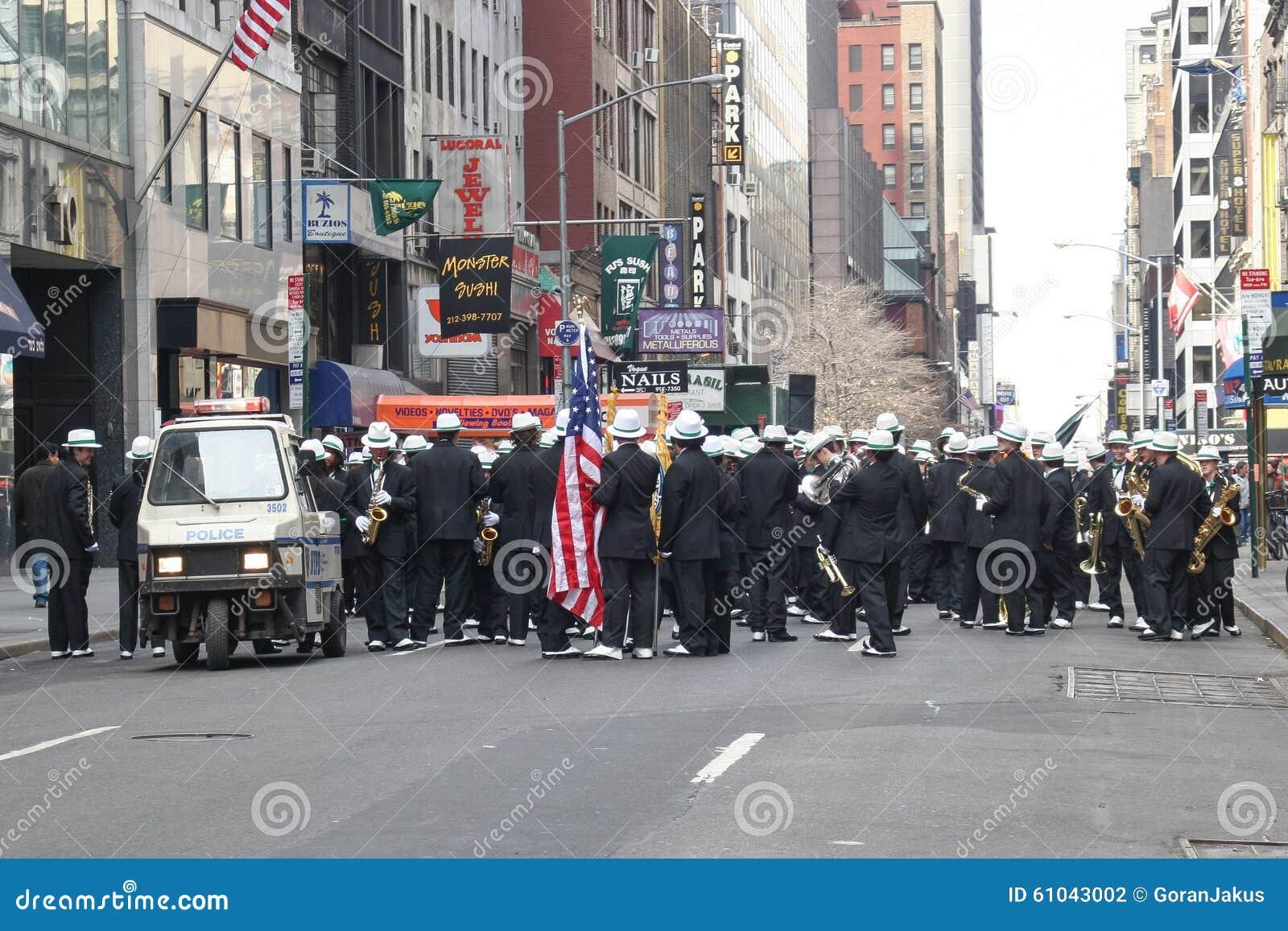 Trumpeters παρελάσεων ημέρας Αγίου Patricks