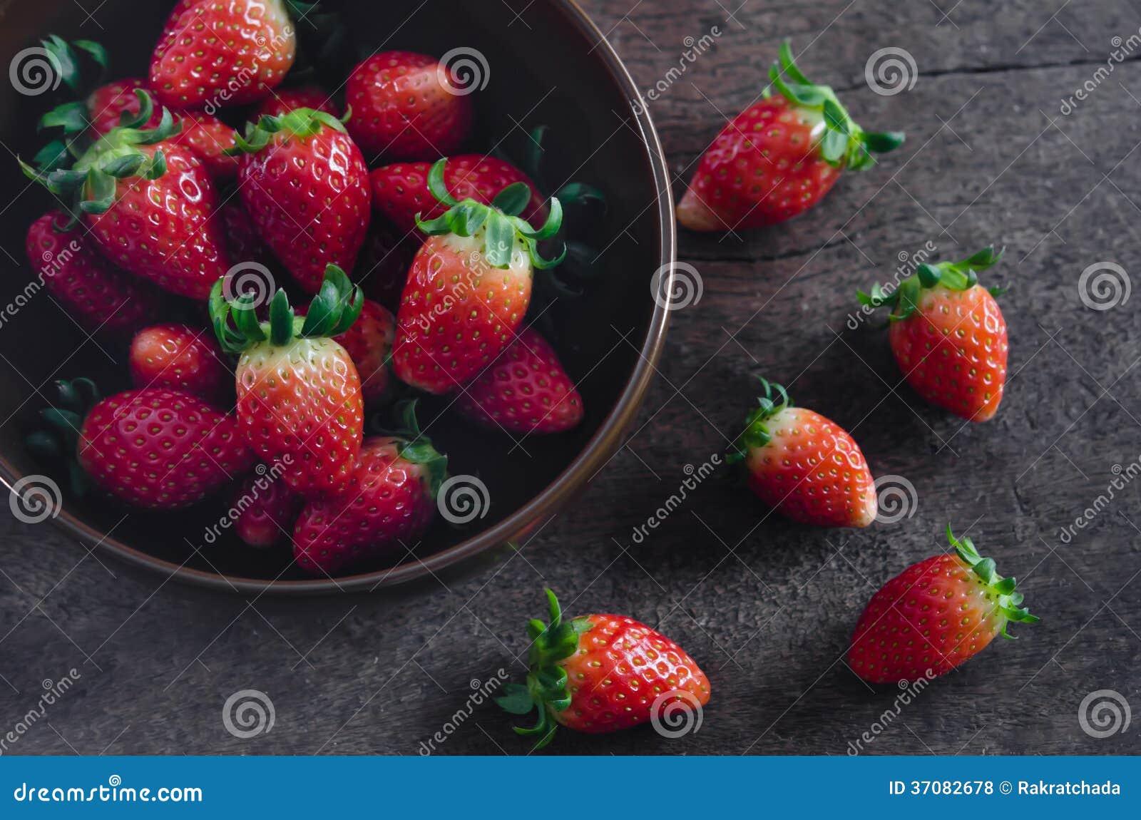 Download Truskawki zdjęcie stock. Obraz złożonej z owoc, odżywki - 37082678