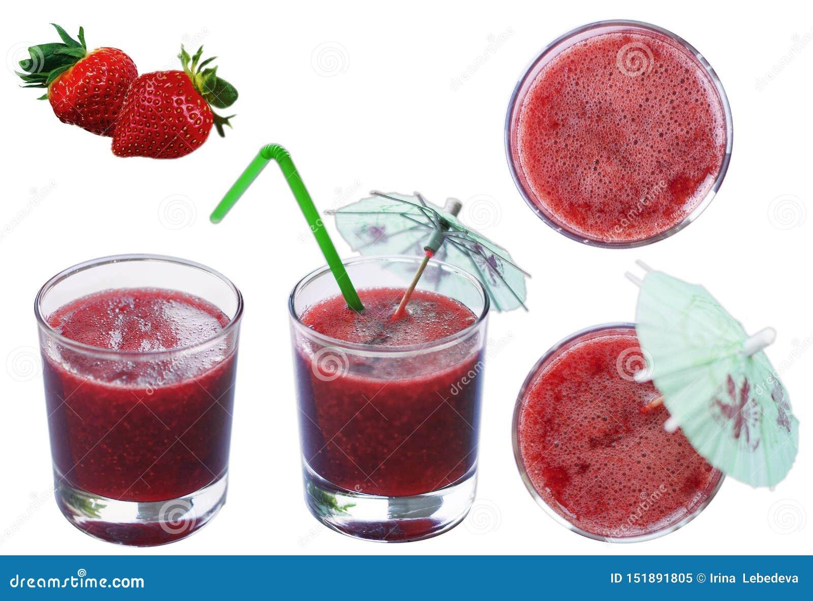 Truskawkowy czerwony świeży gniosący sok w przejrzystej szklanej filiżance na odosobnionym białym tle z truskawkowymi jagodami