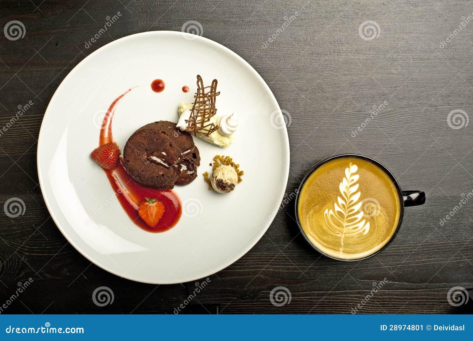 Truskawkowy i kawowy deser