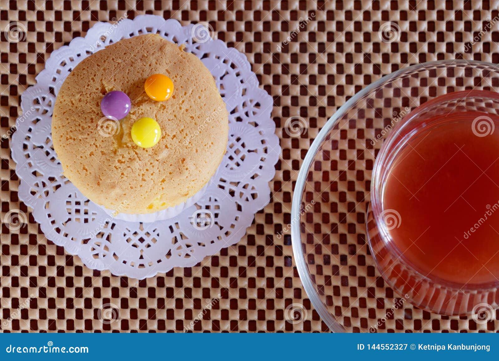 Truskawkowy sok i babeczka