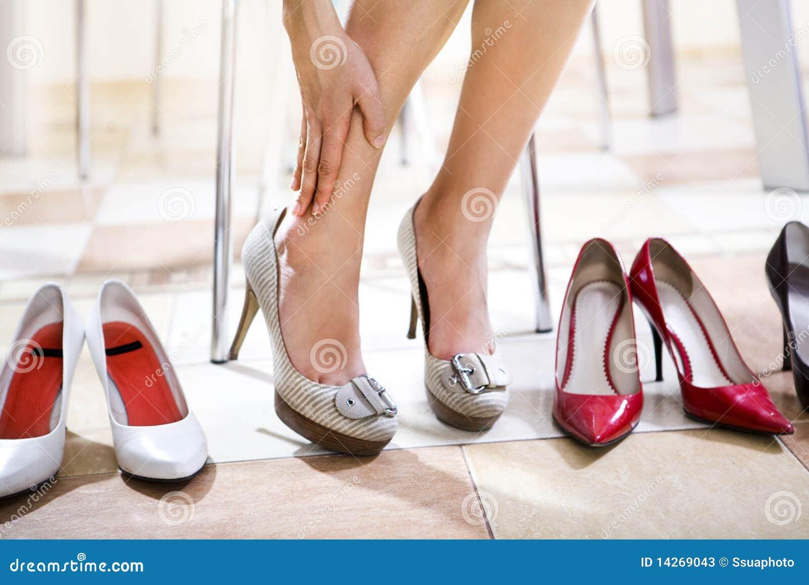 Ходить каблуками по рукам 24 фотография